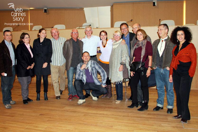 Jean Jouzel et Cynthia Fleury, entourés de l'atelier citoyen et de Lela Bencharif - Lyon - 0ctobre 2011  © Anik COUBLE