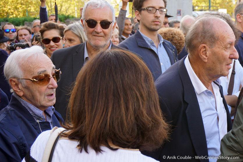 Max Lefrancq-Lumière, petit-fils de Louis Lumière, en compagnie de Charles Aznavour, lors du tournage, du remake de la Sortie des Usines Lumière, dirigé par Wong Kar-wai - Festival Lumière 2017 -  Lyon - © Anik Couble