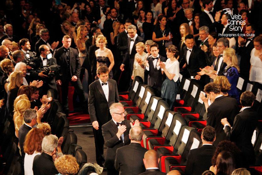 """Nanni Moretti, suivi de tous ses acteurs, lors de la projection de son  film """"Mia Madre"""" - Festival de Cannes 2015 - Photo © Anik COUBLE"""
