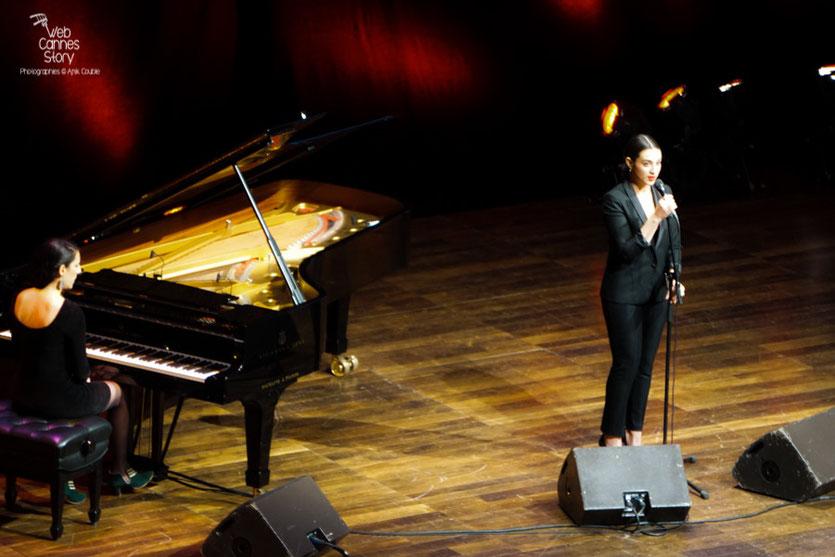 """Calémia Jordana, interprétant """"New York, New York"""" Remise du Prix Lumière à Martin Scorsese - Festival Lumière - Lyon - Oct 2015 - Photo © Anik COUBLE"""