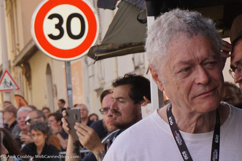 Pierre William Glenn, directeur de la photo, réalisateur et président de la CST, supervisant le tournage du remake de la Sortie des Usines Lumière - Festival Lumière 2017 -  Lyon - Photo © Anik Couble