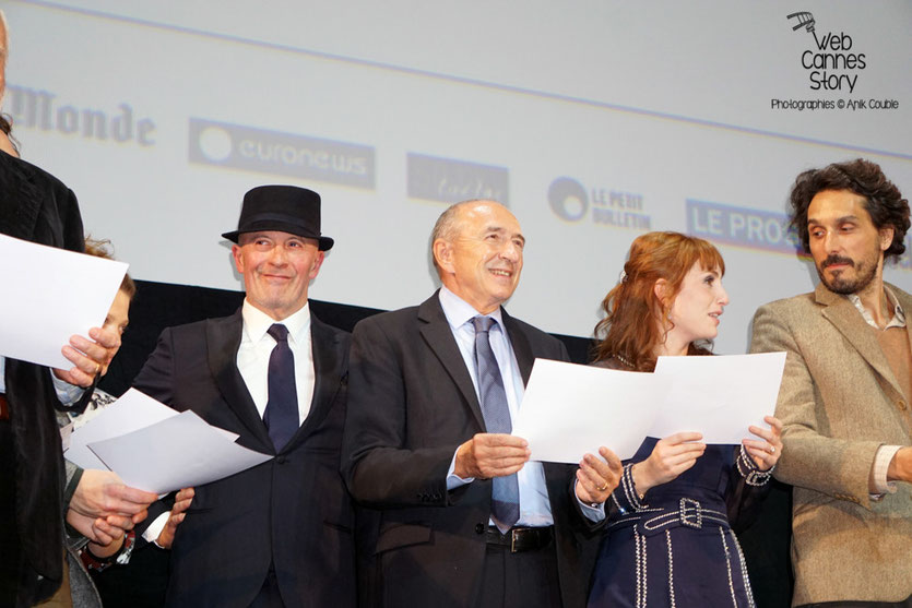 """Les invités sur scène, déclarant le festival """"ouvert"""", lors de la cérémonie d'ouverture du Festival Lumière 2015 - Lyon - Photo © Anik COUBLE"""