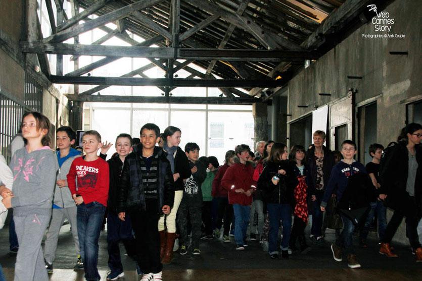 """Tournage du remake de """" Sortie d'Usine """" à l' Institut Lumière, pour célébrer les 120 ans du Cinéma, ici, les scolaires lyonnais - Lyon - 19 mars 2015 - Photo © Anik COUBLE"""