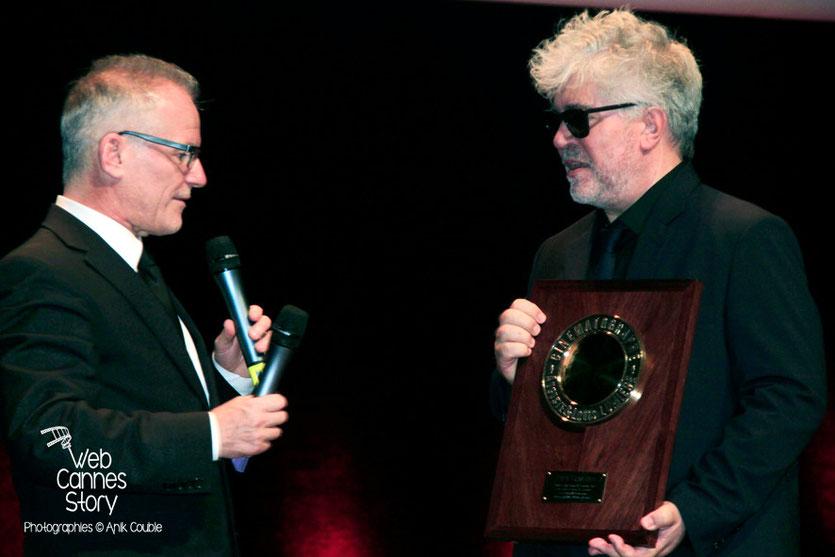 Pedro Almodovar et Thierry Fremaux - Remise du Prix Lumière - Festival Lumière - Lyon - Oct 2014 - Photo © Anik COUBLE