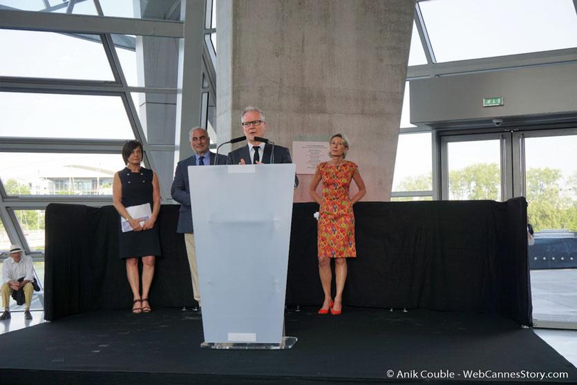 Thierry Frémaux,  co-commissaire de l'exposition : Lumière !  Le cinéma inventé, au micro lors du vernissage  de l'expo - Musée des Confluences - Lyon - juin 2017 - Photo © Anik Couble