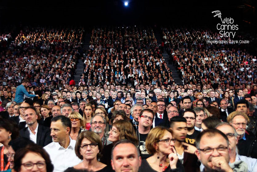 Le public de la Halle Tony Garnier, venu nombreux - Lyon - Ouverture du Festival Lumière 2014 - Photo © Anik COUBLE