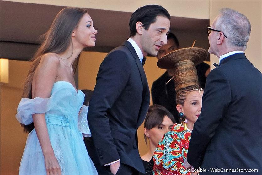 Adrien Brody et son épouse, accueillis par Thierry Frémaux,  avant la cérémonie d'ouverture du 70e Festival de Cannes - Festival de Cannes 2017 - Photo © Anik Couble