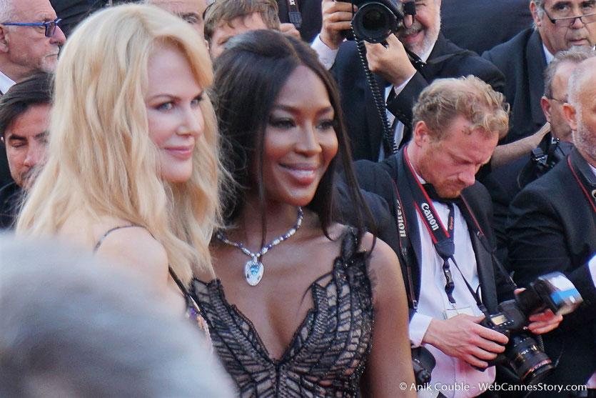 Nicole Kidman et Naomi Campbell, sur le tapis rouge, pour assister à la cérémonie des 70 ans du Festival de Cannes - Festival de Cannes 2017 - Photo © Anik Couble