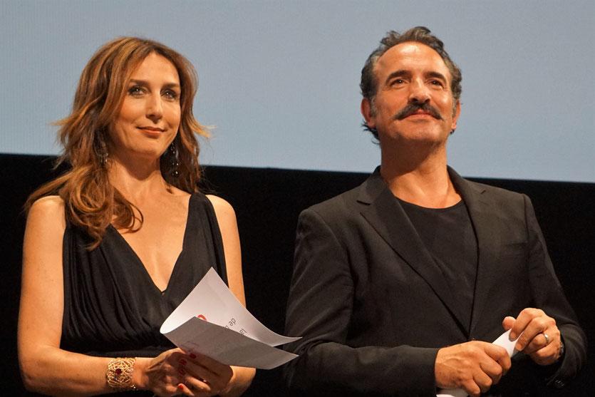 Elsa Zylberstein et Jean Dujardin, sur scène, lors de la cérémonie d'ouverture du Festival Lumière 2018 - Lyon - Photo © Anik Couble