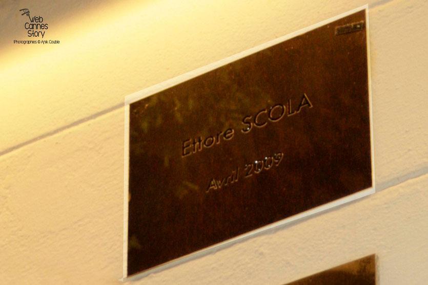 La plaque d'Ettore Scola, sur le Mur des Réalisateurs - Institut Lumière - Lyon - 29 avril 2009 - Photo © Anik Couble