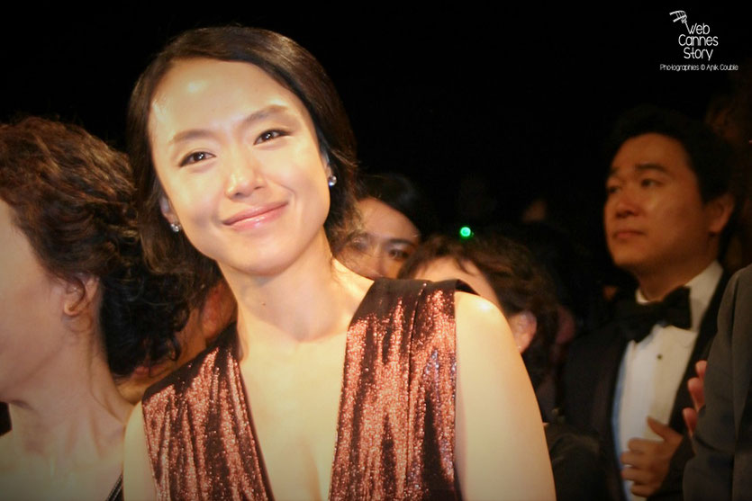 "Jeon Do-yeoun, lors de la projection du film ""The Housemaid"" de Im Sang Soo - Festival de Cannes 2010 - Photo © Anik Couble"