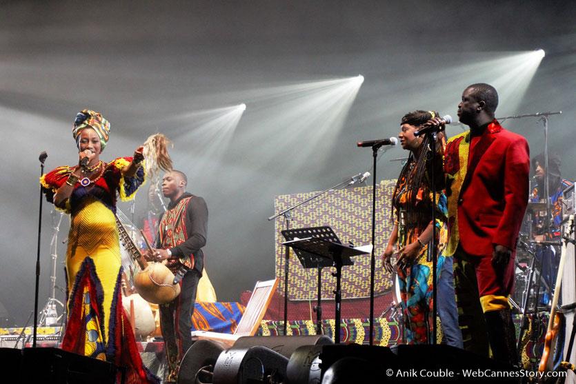 """Fatoumata Diawara, lors du concert de Matthieu Chedid - M """"ÎL est une âme, le baptême de Lamomali - Festival de Cannes 2017 - Photo © Anik Couble"""