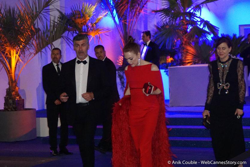 Julianne Moore, flamboyante, à la sortie du dîner d'ouverture du Festival de Cannes 2018  - Photo © Anik Couble