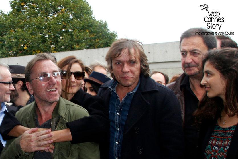 Tim Roth et Pascal Demolon, lors du remake de la sortie des usines Lumière - Festival Lumière - Lyon - Octobre 2013 - Photo © Anik COUBLE