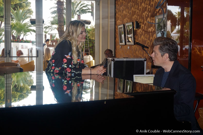 Louane et Benjamin Biolay, au piano bar de l'hôtel Martinez - Festival de Cannes 2017 - Photo © Anik Couble
