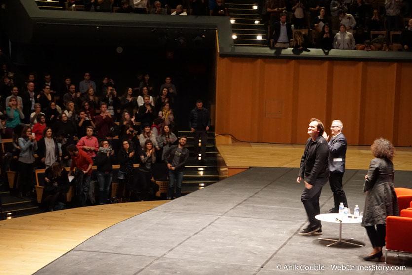 Quentin Tarantino, entouré de Thierry Frémaux et Massoumeh Lahidji, la géniale traductrice, lors de la Master Class de Quentin Tarantino - Festival Lumière 2016 - Auditorium de Lyon - Photo © Anik Couble