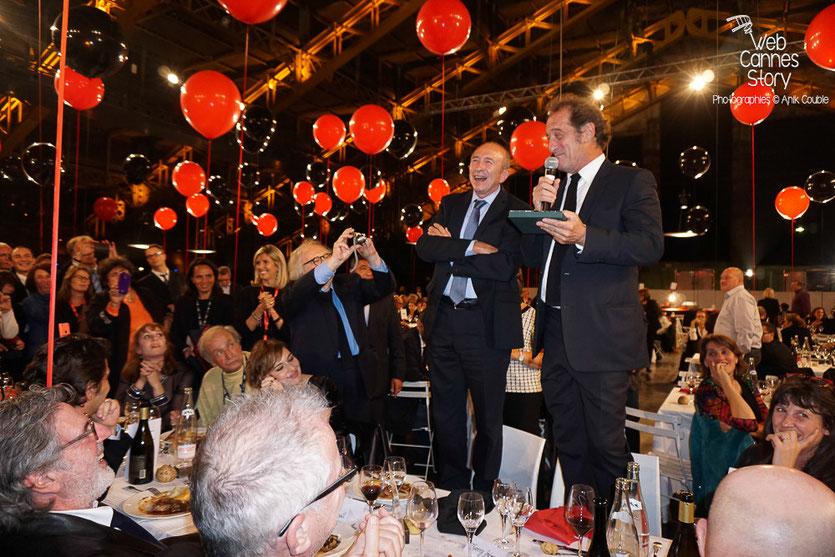 Gérard Collomb et Vincent Lindon, lors de la remise de la médaille de la ville de Lyon, pendant le diner d'ouverture du Festival Lumière 2015 - Lyon - Photo © Anik COUBLE