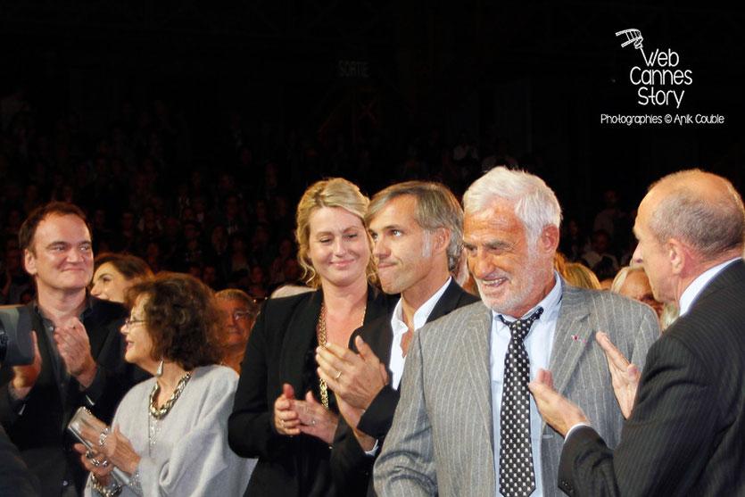 Jean-Paul Belmondo, entouré de son fils Paul, de Quentin Tarantino, Gérard Collomb et Jean-Jack Queyranne - Festival Lumière - Lyon - Oct 2013 - Photo © Anik COUBLE