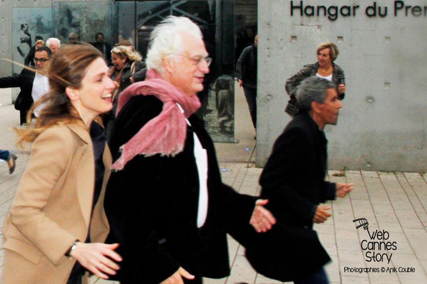 Remake de la sortie des usines Lumière avec Julie Gayet, Bertrand Tavernier et Rachid Bouchareb - Festival Lumière - Lyon - Octobre 2013 - Photo © Anik COUBLE