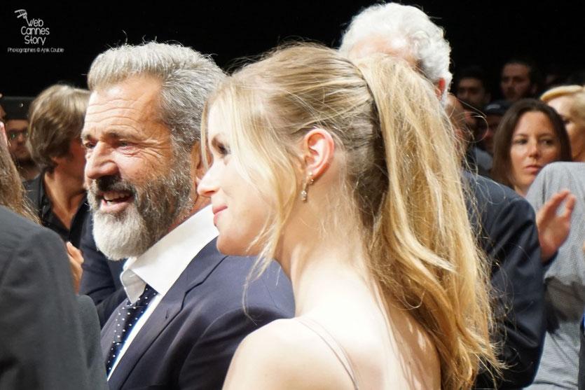 """Erin Moriarty et Mel Gibson, lors de la projection du film """"Blood Father"""" de Jean-François Richet - Festival de Cannes 2016 - Photo © Anik"""