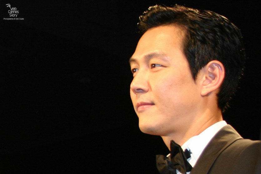 "Lee Jung Jae, lors de la projection du film ""The Housemaid"" de  Im Sang Soo - Festival de Cannes 2010 - Photo © Anik Couble"