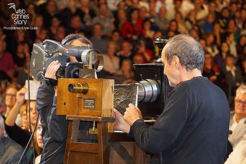 Le Cinématographe, inventé par Auguste et Louis Lumière, lors de la cérémonie d'ouverture du Festival Lumière 2015 - Lyon - Photo © Anik COUBLE