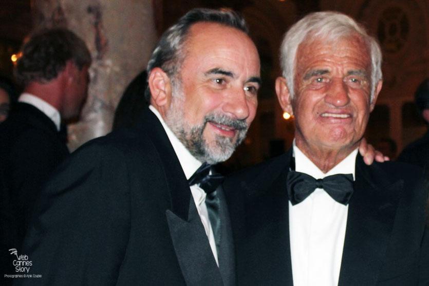 Jean-Paul Belmondo, en compagnie d'Antoine Dulery, lors du dîner donné en son honneur, au Carlton - Festival de Cannes 2011 - Photo © Anik Couble