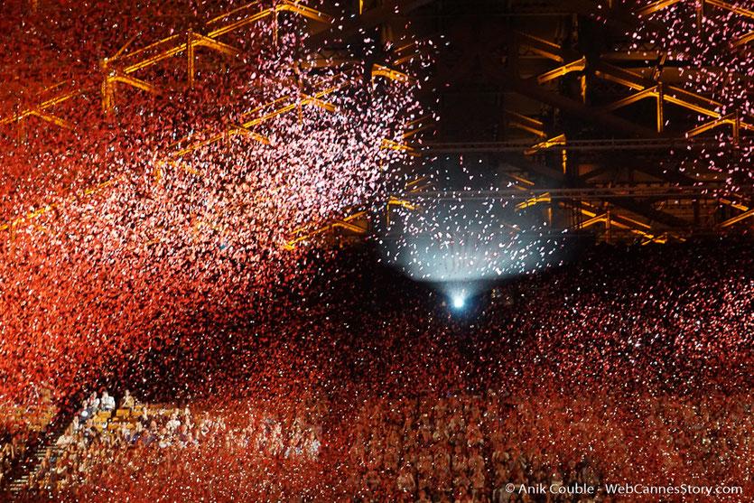 Pluie de confettis pour lancer la 10 ème édition du Festival Lumière - Lyon 2018 - Photo © Anik Couble