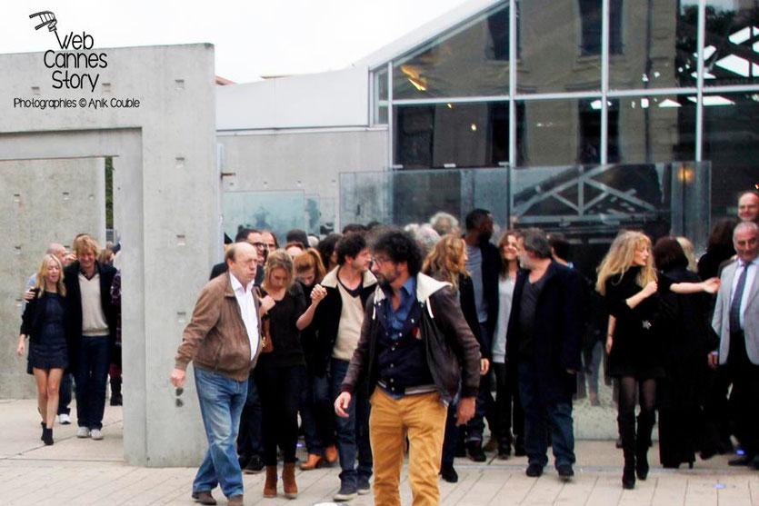 Remake de la sortie des usines Lumière, avec tous les participants, dont au centre, Radu Mihaileanu - Festival Lumière - Lyon - Octobre 2013 - Photo © Anik COUBLE