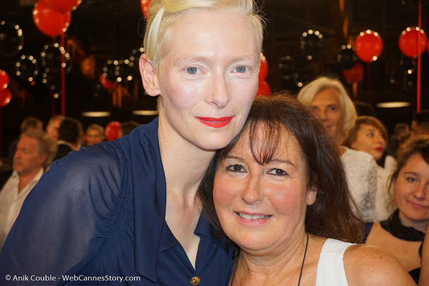 Ma belle rencontre avec la délicieuse et talentueuse Tilda Swinton, lors du dîner d'ouverture du Festival Lumière 2017, à Lyon - Photo © Anik Couble
