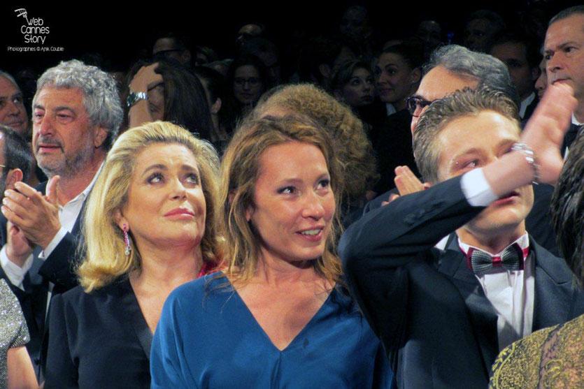 Catherine Deneuve, Emmanuelle Bercot et Rod Paradot, lors de la projection du film La Tête Haute, présenté en ouverture du Festival de Cannes 2015 - Photo © Raymond Haïk