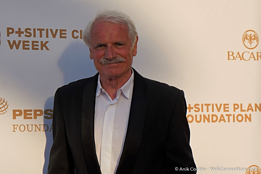 Yann Arthus-Bertrand, lors du dîner de gala de la Fondation Positive Planet  et de la remise des prix de la Positive Cinema Week 2017 - Festival de Cannes 2017 - Photo © Anik Couble