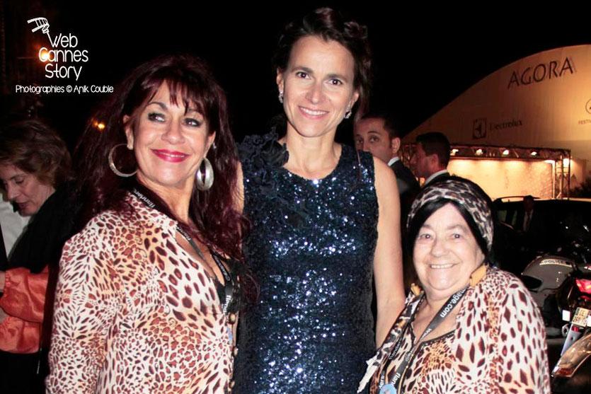 Aurélie Filippetti, ministre de la Culture, entourée des femmes panthères - Festival de Cannes 2013 © Anik COUBLE
