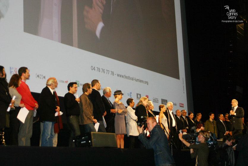 Les invités viennent de déclarer le Festival ouvert - Cérémonie d'ouverture du Festival Lumière - Lyon - Oct 2010 - Photo © Anik COUBLE