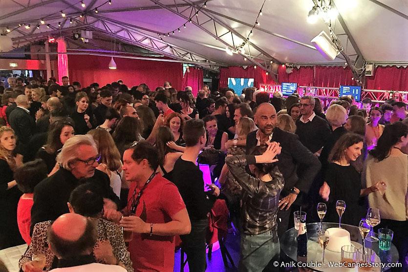 """Affluence record  aux très festives soirées de  """"La Plateforme """"  à l'occasion de ses Nuits Lumière - Festival Lumière 2016 - Lyon - Photo © Anik Couble"""
