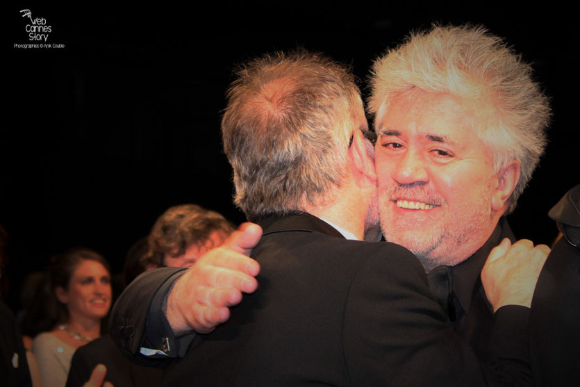 "Pedro Almodovar et Thierry Frémaux, lors  projection de son  film "" La piel que habito ""- Festival de Cannes - 2011 - Photo © Anik Couble"