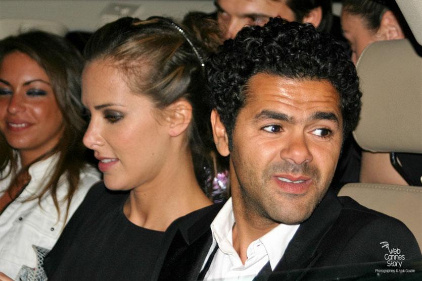 """Jamel Debbouze et Melissa Theuriau, entourés de leurs fans, à la sortie de la soirée du film """"Hors la loi"""" de Rachid Bouhareb - Festival de Cannes 2010 - Photo © Anik Couble"""