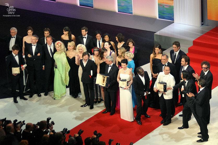 Les Lauréats du 63 ème Festival de Cannes, sur la scène du Grand Théatre Lumière - Festival de Cannes 2010 - Photo © Anik Couble