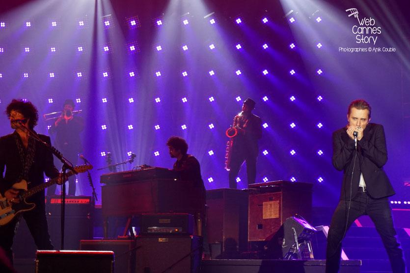 Yarol Poupaud et Greg Zlap, musiciens de Johnny Hallyday - Rester Vivant Tour - Halle Tony Garnier - Lyon - 7 et 10 novembre 2015 - Photo © Anik Couble