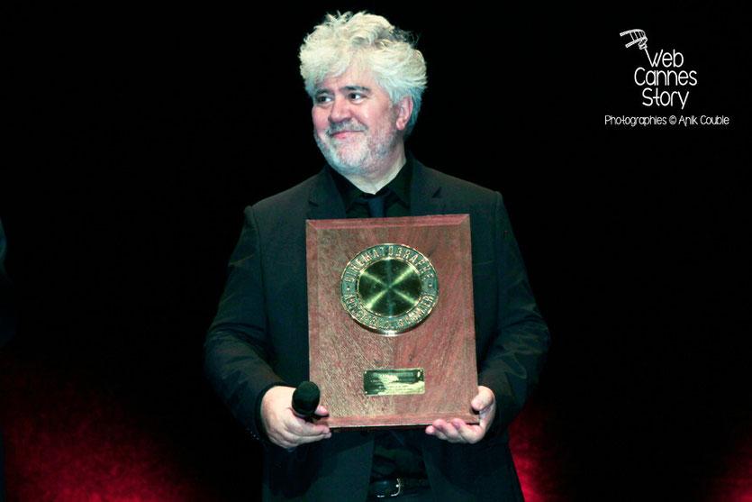 Pedro Almodovar  et son Prix Lumière  - Festival Lumière - Lyon - Oct 2014 - Photo © Anik COUBLE
