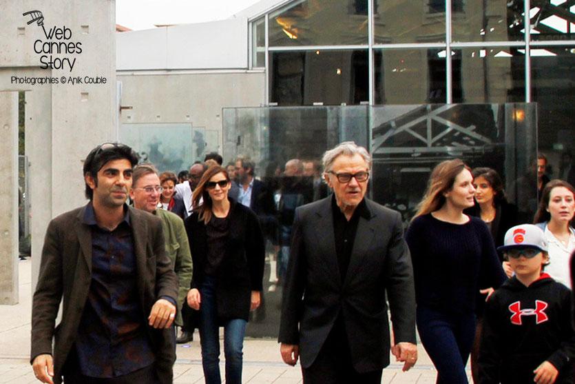 Remake de la sortie des usines Lumière avec Fatih Akin et Harvey Keitel, au 1er plan - Festival Lumière - Lyon - Octobre 2013 - Photo © Anik COUBLE