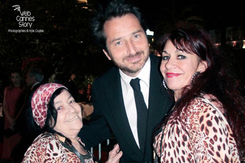Pascaline Benito et Esméralda Petit-Benito, les célèbres femmes panthères, en compagnie d'Edouard Baer - Festival de Cannes 2012 - Photo © Anik Couble