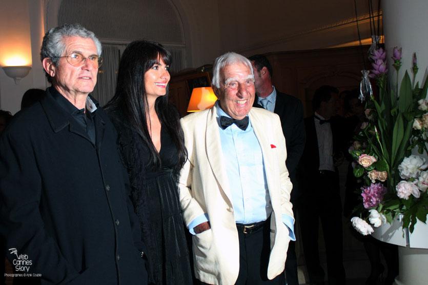 Arrivée de Claude Lelouch, Helena Noguerra et Charles Gerard, au dîner donné en l'honneur de Jean-Paul Belmondo, au Carlton - Festival de Cannes 2011 - Photo © Anik Couble