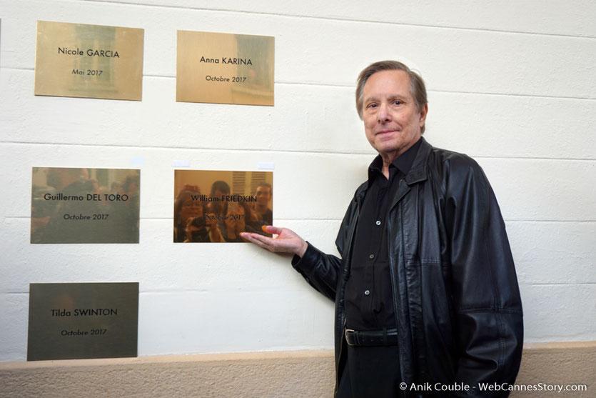 William Friedkin, devant la plaque à son nom qui vient d'être dévoilée sur le mur des réalisateurs, à l'Institut Lumière - Festival Lumière 2017 - Photo © Anik Couble