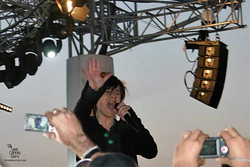 Indochine, en concert live, au Grand Journal de Canal  +  Festival de Cannes 2010 - Photo © Anik Couble