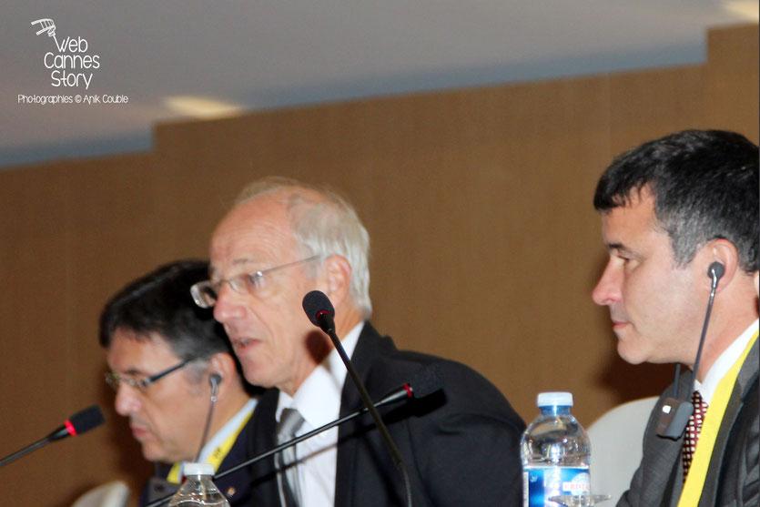 Bernard Soulage, Vice-Président chargé de l'Europe à la Région Rhône-Alpes, entouré de Mark Kenber, PDG de The Climate Group et Lluis Recorder I Miralles, Ministre du Territoire de la Catalogne, Co-Président de nrg4SD - Lyon 2011 © Anik COUBLE