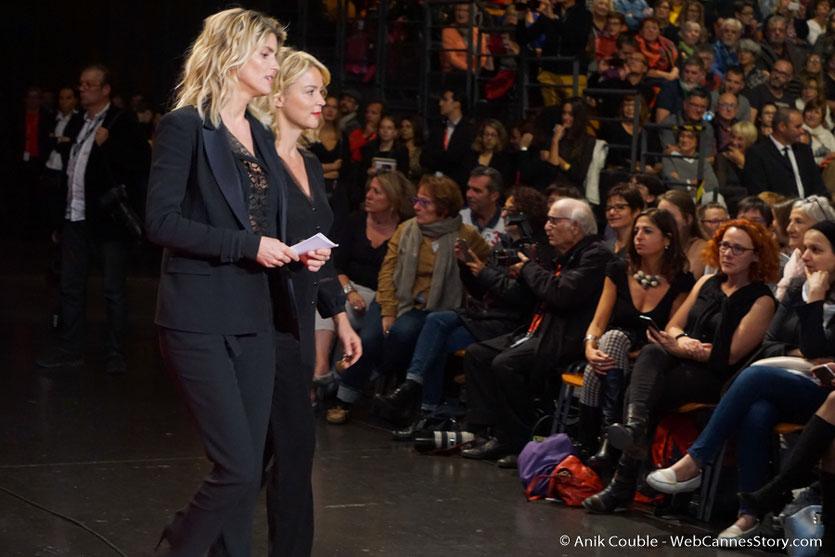 Alice Taglioni et Viriginie Efira, au milieu du public de la Halle Tony Garnier - Cérémonie d'ouverture - Festival Lumière 2016 - Lyon - Photo © Anik Couble