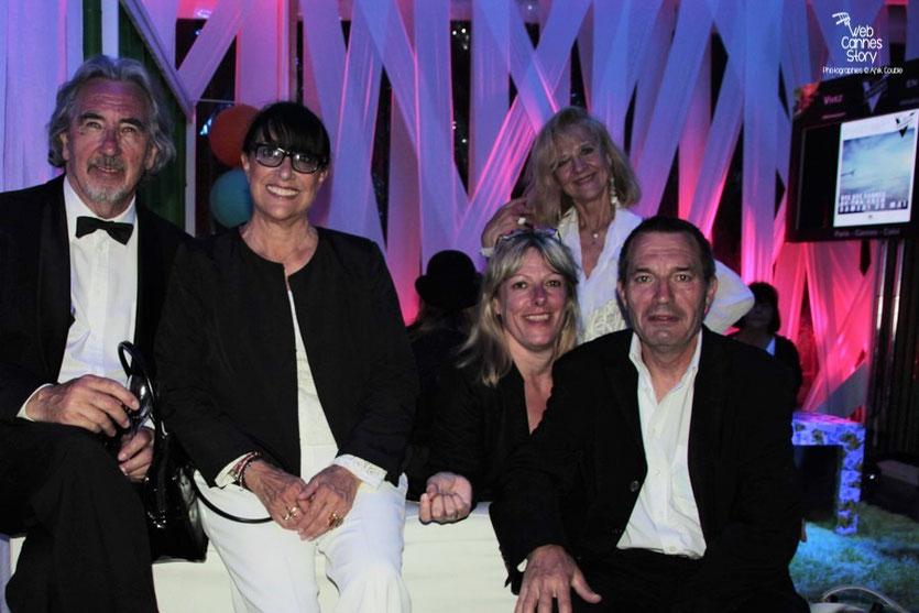 Robert Barnoin et Monique Serrano Barnoin, entouré de leurs amis,  lors d'un soirée  - Festival de Cannes 2012 - Photo © Anik Couble