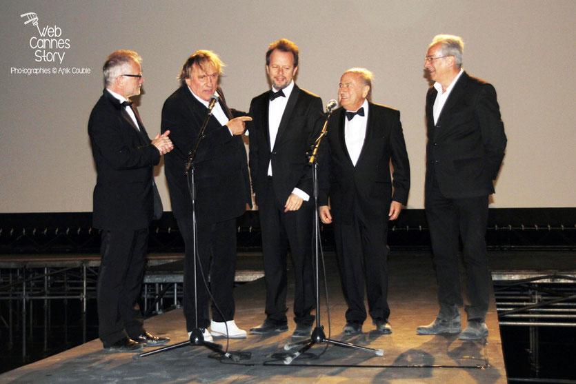 Thierry Fremaux  au Cinéma de la Plage en compagnie de l'équipe du film «United Passions» de  Frédéric Auburtin,  dont Gérard Depardieu, Frédéric Auburtin , Sepp Blatter - Festival de Cannes 2014 - Ph