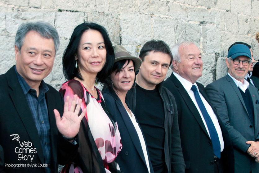 Ang Lee, Naomi Kawase, Lynne Ramsay et Cristian Mungiu, membres du Jury, Bernard Brochand, Maire de Cannes et Steven Spielberg, Président du Jury - Festival de Cannes 2013 - Photo © Anik COUBLE